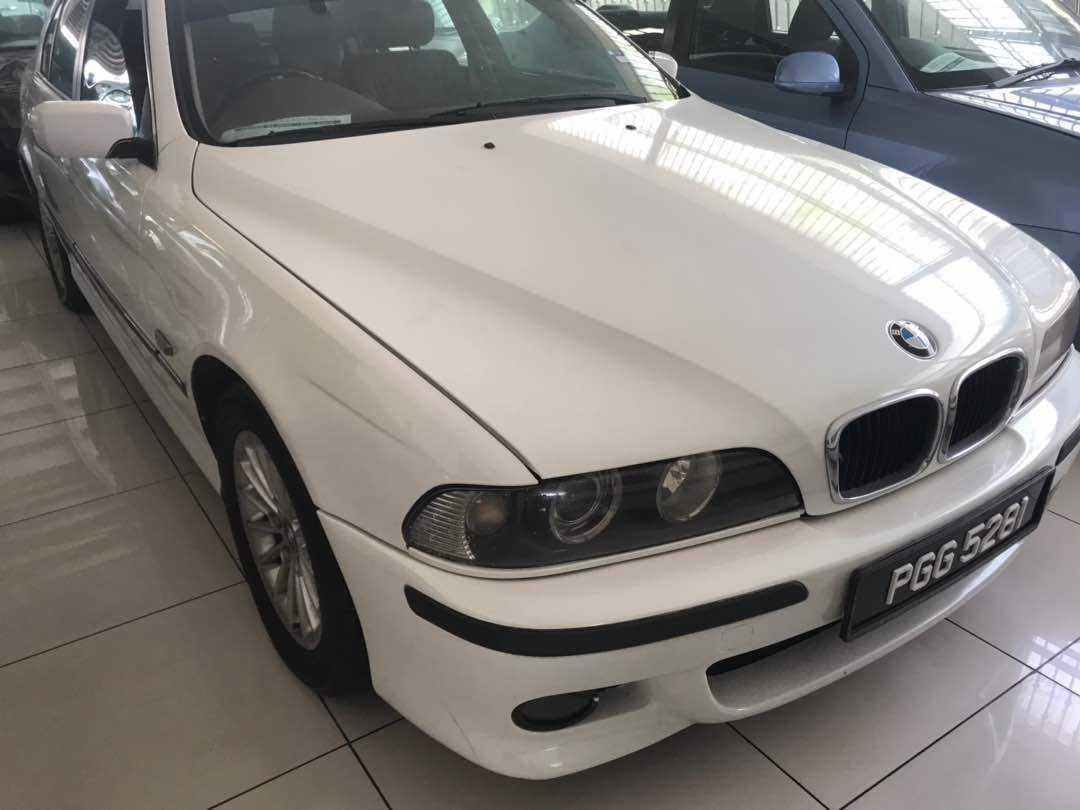 BMW 528i (AUTO)