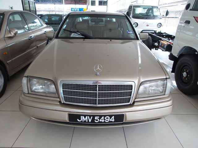 MERCEDES BENZ C200 Auto